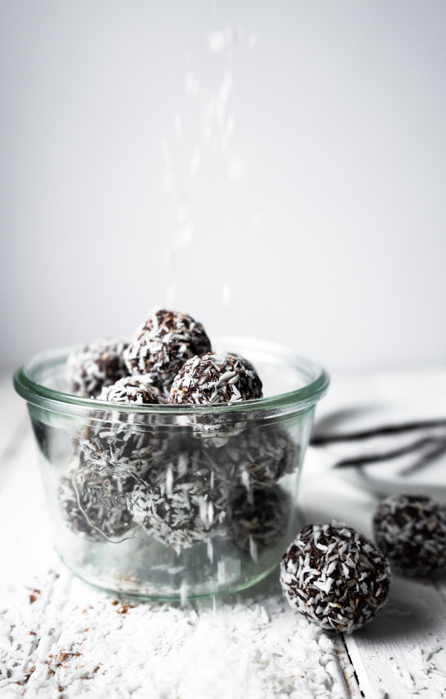 Chocolate Coconut Macaroons || TENDING the TABLE